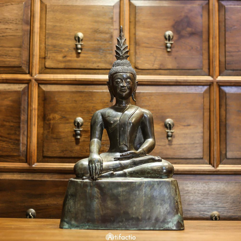 Seated Buddha statue from Thailand cast in bronze
